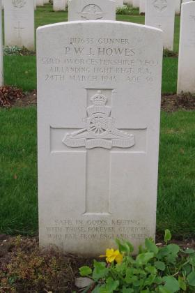 Headstone of Gnr PWJ Howes, Reichswald Forest War Cemetery, 2010.