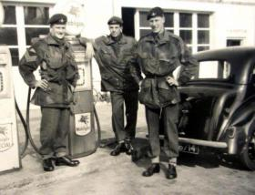 Three members of The 1st (Guards) Parachute Company, 1958.
