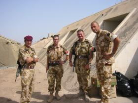 144 Para Med Sqn soldiers with the CO 16 CS Med Regt, Iraq