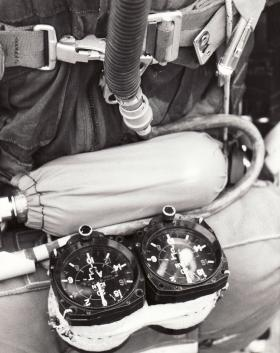 Oxygen cylinder and twin altimeter pack used by JSFTT, 1966