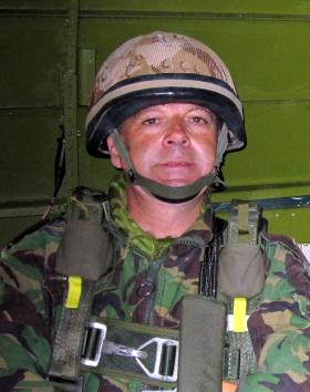 Lt Col Freddie Kemp ready to jump from a Dakota ready to jump at Ginkle Heath on the 60th Anniversary, September 2004.