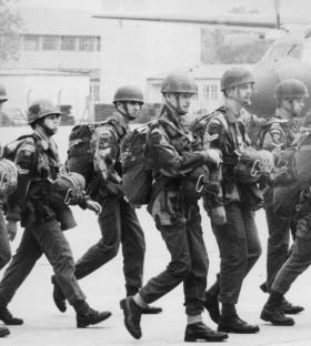 Members of 1 Para Provost Pln RMP (V) at the German Parachute Training School, 1976.