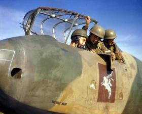 Men of the 1st Bn, The Border Regt (Airborne) talk to a Glider Pilot at Netheravon, October 1942.