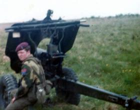 Cfmn Dowling, F Battery 7 PARA RHA, 105mm Pack Howitzer, sight test at Larkhill, 1975.