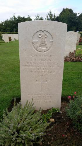 The grave of Pte Leslie C Higgins in Bayeux War Cemetery, Normandy.