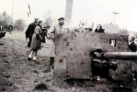 Lt G A Paull with one of his Anti Tank guns in front of Hartenstein Hotel, 1946.