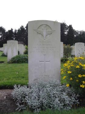 Headstone of Lt Woods Becklingen August 2011