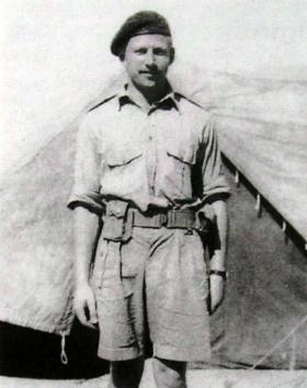 Major Deane-Drummond in North Africa, September 1943.