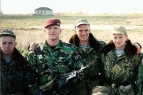 Capt R Donnellan and Russian Airborne soldiers, Rhyazan, Russia, 1998.