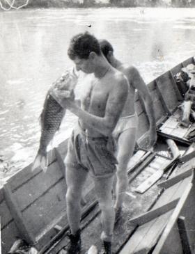 Gdsm Wybrow talking to Borneo Fish 1964