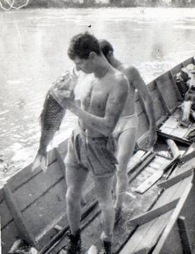 Gdsm Wybrow talking to Borneo Fish 1964