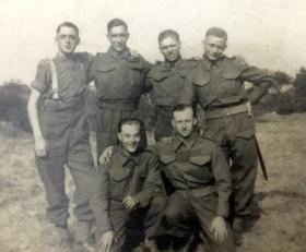 Lance Corporal Quince, with possible members of 1st Airborne Reconnaissance Squadron.