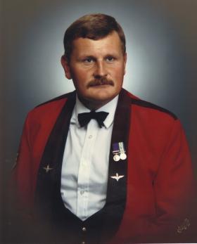 Sgt Clarke in Mess Kit (2 PARA)