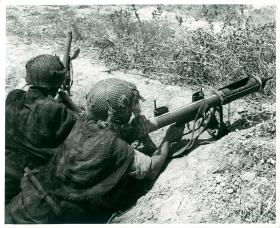 Two paratroopers use a PIAT.