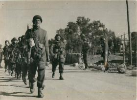2nd Parachute Battalion marching in Tunisia, c1942-3.
