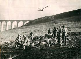 Men of 1st Parachute Squadron RE rest in the Tamera Valley.