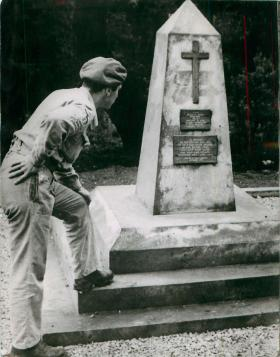 Mike Lewis, late 2nd Parachute Battalion, at the memorial in the 'Red Valley' (Tamera Valley).