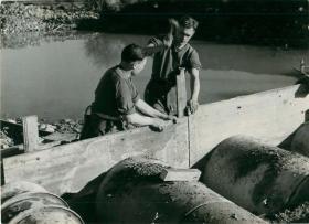 Two men of 1st Parachute Squadron RE concreting a bridge, December 1942.