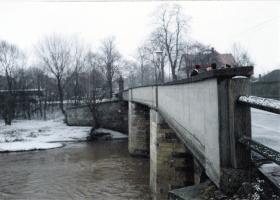 Former members of 6 Airborne Division commemorate the loss of comrades on Neustadt bridge, March 1986