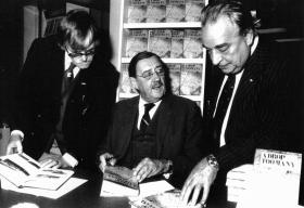 Maj Gen J D Frost with N Ashley, Manchester book signing, 1982.