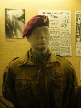 Airborne beret with cap badge of 629 (The Cambridgeshire Regt) Para Light Regt RA (TA)