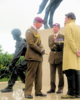 The Colonel in Chief and Col Commandant with the sculptors at the Airborne Forces Memorial, NMA 13 July 2012.