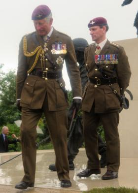 HRH Prince of Wales and the Col Commandant review the Airborne Forces Memorial at the NMA, 13 July 2012.
