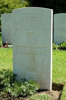 Headstone of Para Brunt (2 SAS Regt), Florence War Cemetery, July 2012.