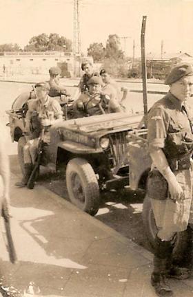 Members of 8 Para Bn on patrol, Palestine