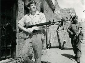 Soldiers on patrol, Aden, 1967