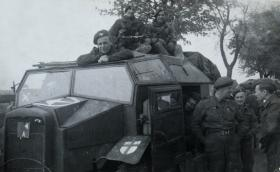 Members of 12th Para Bn rest during the advance to the Baltic, 1945.