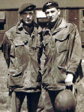 Private C Dennison and Private Tony Hanson, 10 PARA (TA), date unknown.