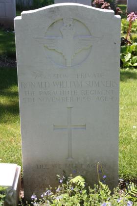 Headstone of Pte RW Sumners, Tidworth Military Cemetery, Wiltshire, UK, 2013.