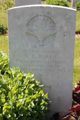Headstone of Pte VD Jukes, Tidworth Military Cemetery, Wiltshire, UK, 2013.