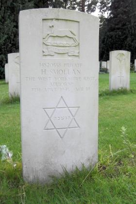 Headstone of Pte H Smollan, Becklingen War Cemetery, August 2011.