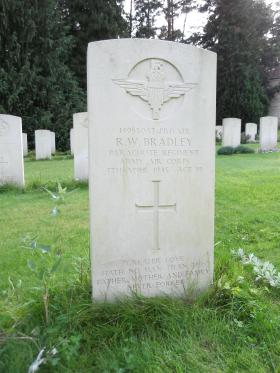 Headstone of Pte RW Bradley, Becklingen War Cemetery, August 2011.