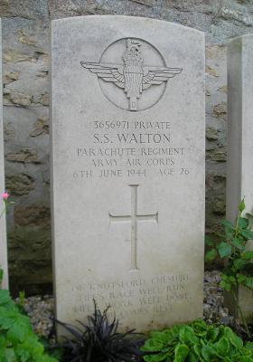 Headstone of Pte S Walton, Herouvillette Cemetery, October 2010.