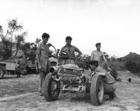 Checking the sights, 33rd Parachute Light Regiment RA, Radfan, 1957