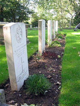 Gravestones of Glider pilots buried at St. Wystan's Churchyard, Repton, August 2010