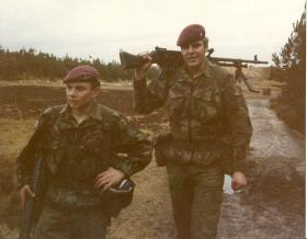The tallest and shortest in 3 Coy 10 PARA paired on a GPMG, Pirbright February 1981