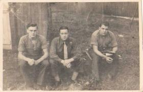 Tpr Alfred Cannon with fellow servicemen