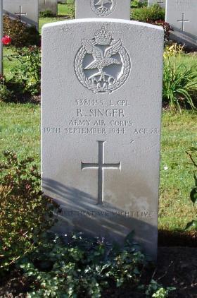 Headstone of L/Cpl R Singer, Arnhem Oosterbeek War Cemetery, 2009.