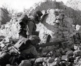 Two men of 2nd Parachute Battalion take cover behind rocks at Medjez el Bab, November 1942.