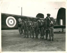 Men of 1st Parachute Battalion line up to emplane an aircraft.