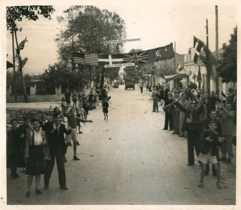 Photo shows how Greek civilians welcomed British paratroopers.