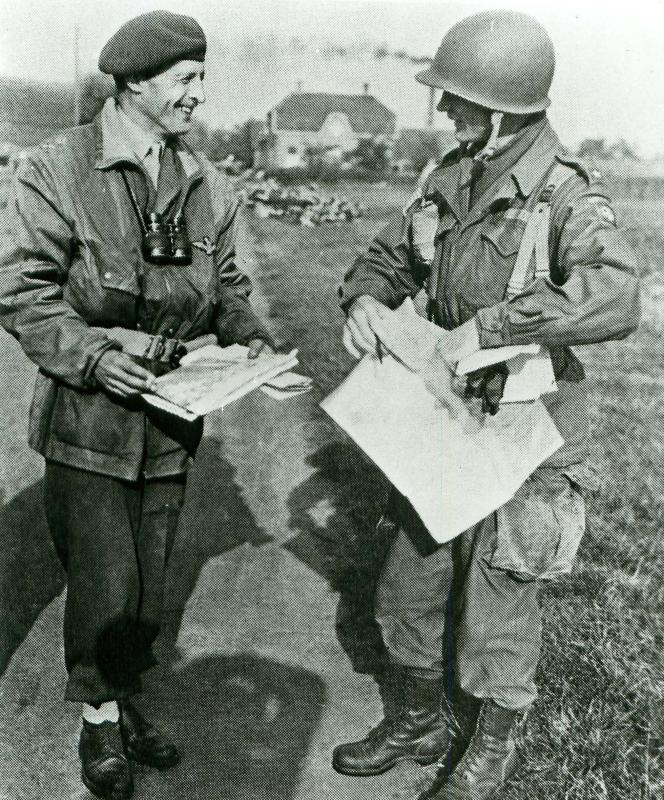 Frederick Browning talking to US 82nd Airborne Division Commander